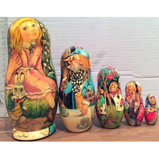 Alice in Wonderland - Matryoshka Nesting Dolls